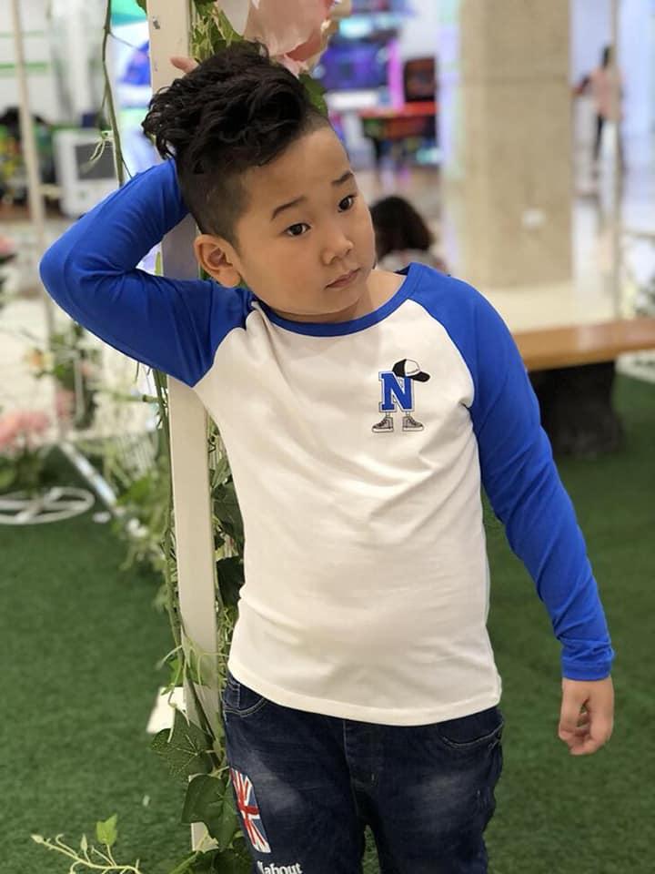 áo bé trai vinakids chữ n màu trắng phối tay nước biển (9-14 tuổi)