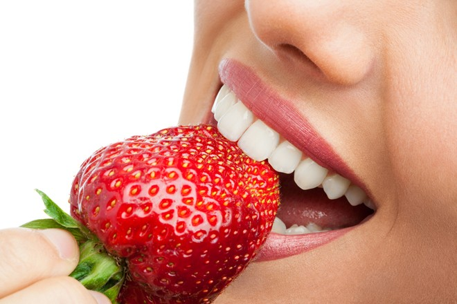Niềng răng mắc cài pha lê có tốt không ?