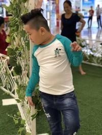 áo bé trai vinakids chữ n màu trắng phối tay màu xanh lá (9-14 tuổi)