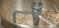 Cách làm chả bông gà với máy trộn bột gia đình