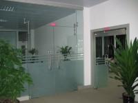 Cửa kính thủy lực giá rẻ tại hà nội