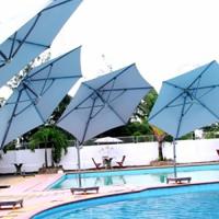 Dù che hồ bơi thường dùng dù hồ bơi nào?