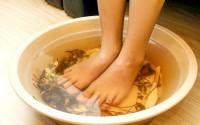 Loại bỏ bệnh trên cơ thể bằng cách ngâm chân mỗi ngày