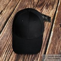 Mũ lưỡi trai đen trơn khoá đồng dập logo nổi cực chất cho nam và nữ