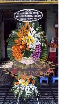 Những vòng hoa đẹp tại nhà tang lễ lê quý đôn