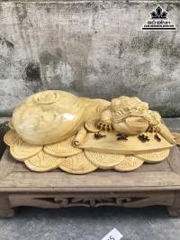 Tượng cóc ngậm tiền gỗ nu nghiến rộng 50 dày 33 cao 14 (cm)