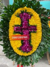 Vòng hoa tang lễ tại 125 phùng hưng kiểu chữ thập