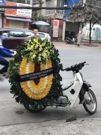 Vòng hoa tang lễ truyền thống tại cầu giấy