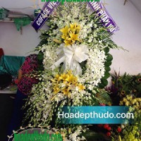 Vòng hoa viếng người mất trẻ tuổi tại nhà tang lễ 125 phùng hưng